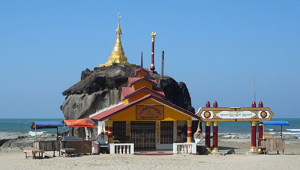 Pagoda at Chaung Tha Beach cropped